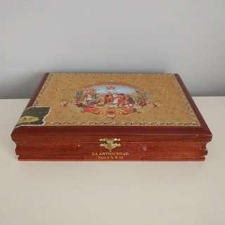 GENUINE CUBAN CIGAR BOX (empty)