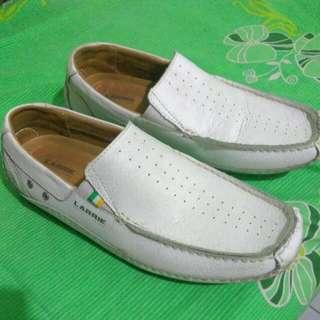 Sepatu Santai Kulit LARRIE
