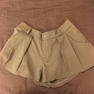 綠色西裝短褲