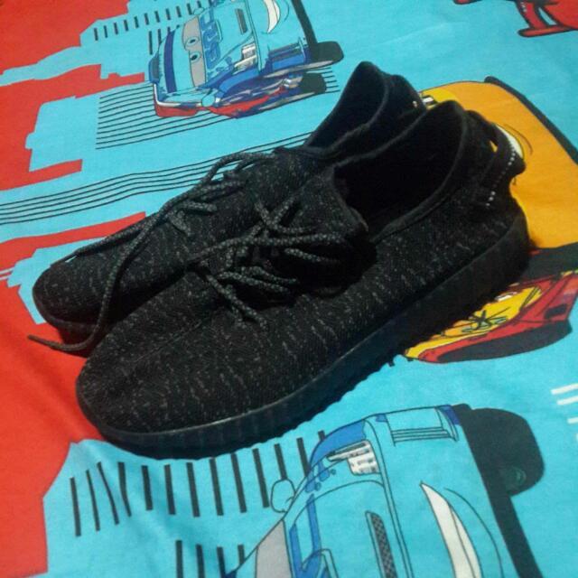 Adidas Yeezy Size 41