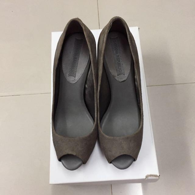 Banana Republic 灰色麂皮魚口高跟鞋