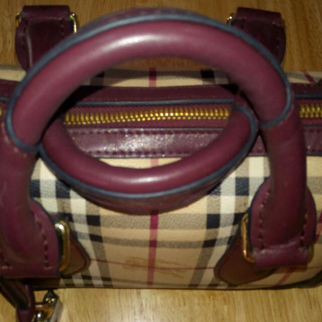Burberry Doctor's Bag Design Leather Authentic Quality Small But Roomy