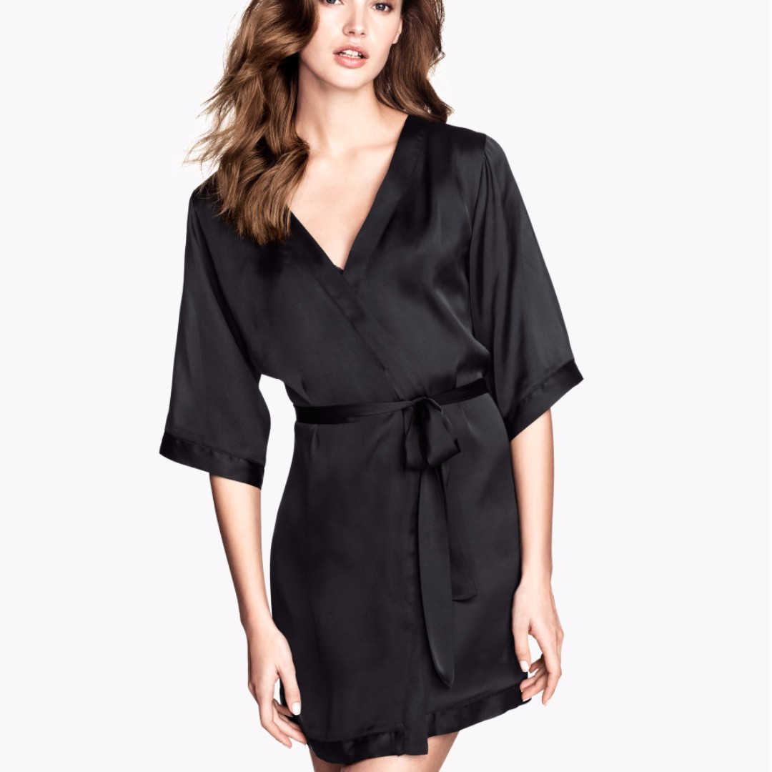 look out for skate shoes wide selection of colors H&M Maxi Satin Robe
