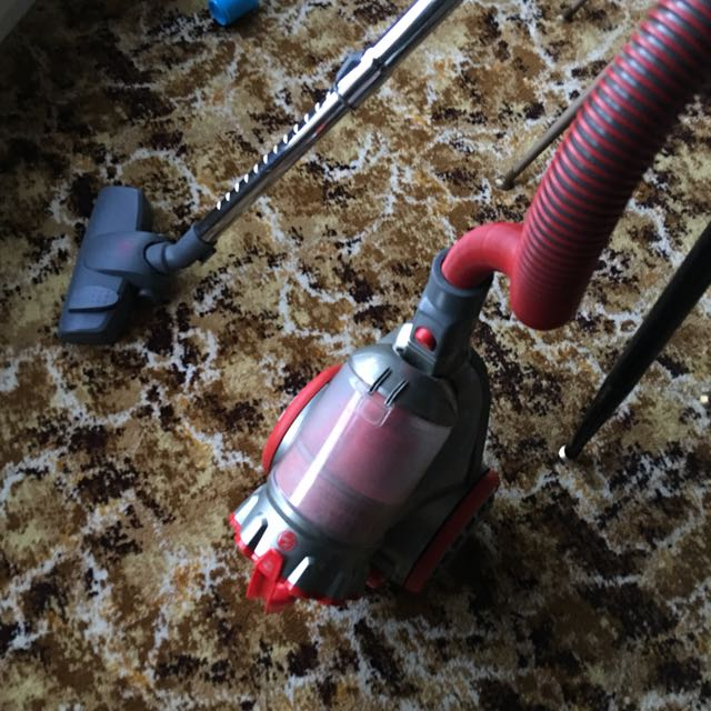 Hoover All Rounder Bagless Vacuum