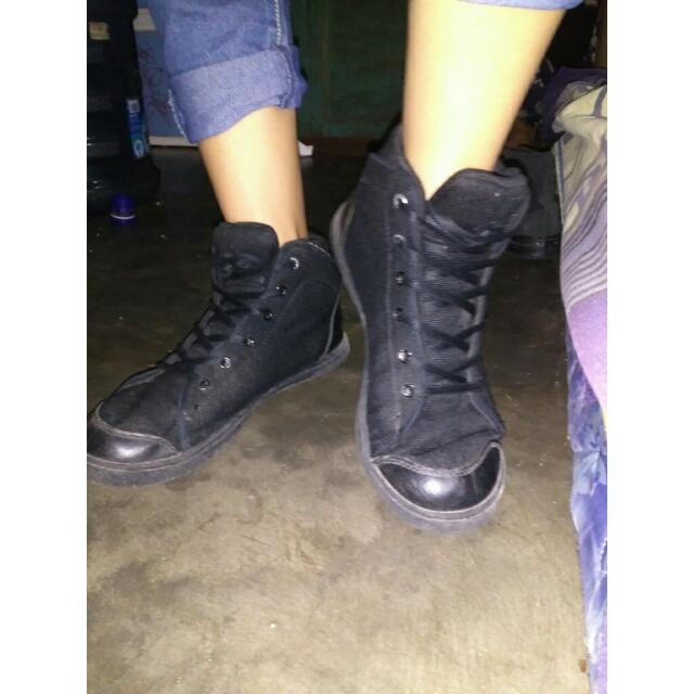 Sepatu Precise