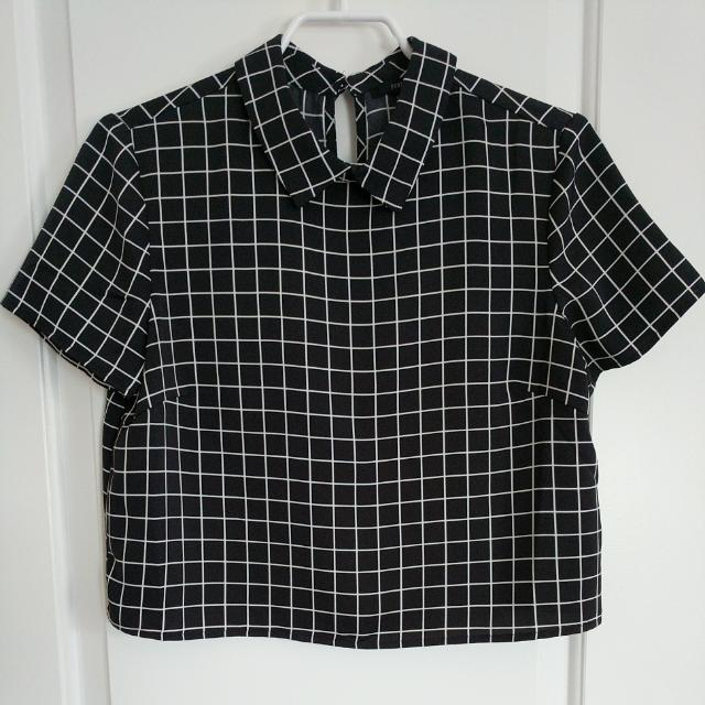Small Cropped Collared Blouse
