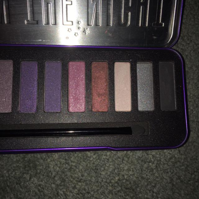 W7 Eyeshadow palette