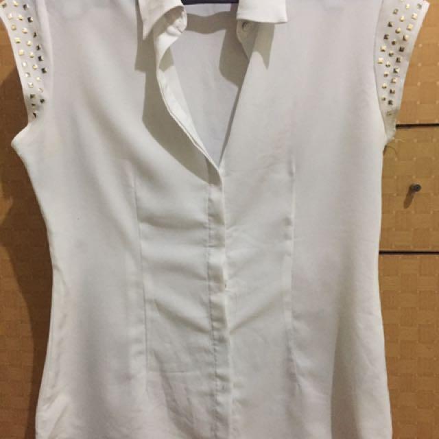 white shirt the executive
