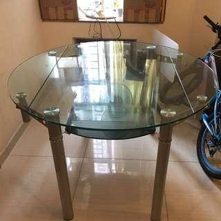 玻璃飯枱連4張餐椅