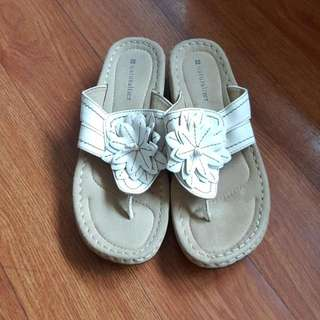 Naturalizer Slippers (No BOX included)