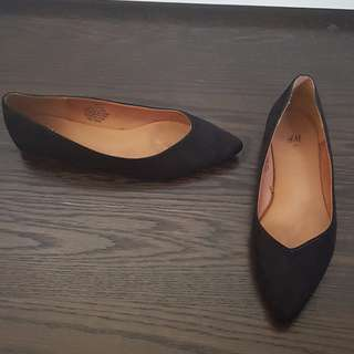 H&M - Black suede pointy ballet flats - 7.5