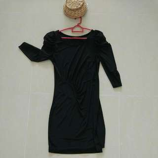 Black Dress, Perfect For Petites, good for office and transit to after work drinks