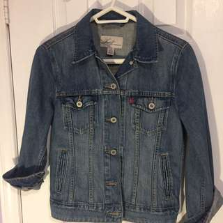 Classic Levi's Denim Jacket