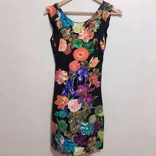 Kamiseta Lower Back Floral Dress
