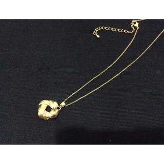 Fancy Gold Necklace with Pendant