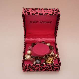 BETSEY JOHNSON LEOPARD CHARM BRACELET (authentic)
