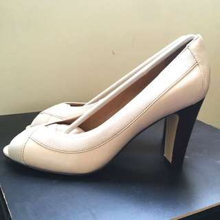 Easyspirit 2.5in heels size 6.5