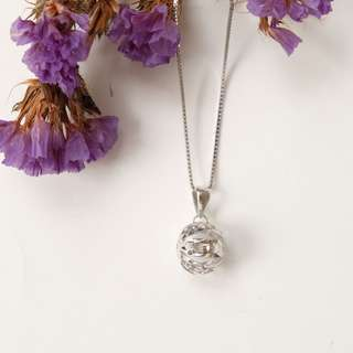 18 carat white gold necklace with a ball pendant