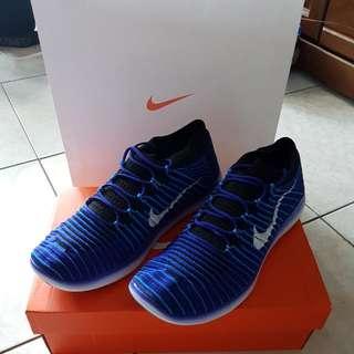 Nike Free Rn Motion Flyknit 赤足 慢跑鞋
