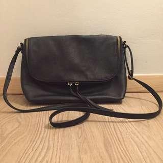 H&M - BLACK SLING BAG 30x20cm (PRELOVED)
