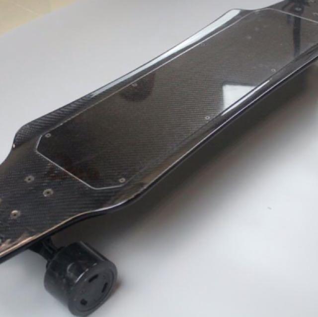 3000 Watt Dual Motor Carbon Fibre Skateboard
