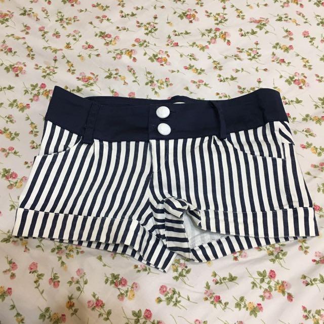 深藍白條紋短褲