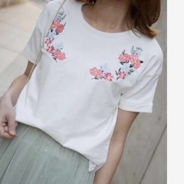 EMS胸前花朵刺繡反摺短袖上衣