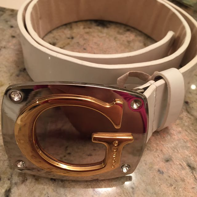 EUC Guess white leather belt size S/M