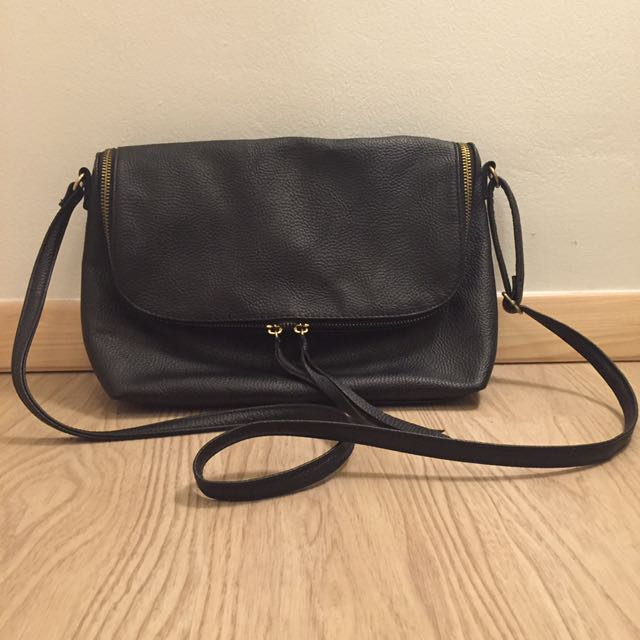 H&M - BLACK SLING BAG 30x20cm (PRELOVED)