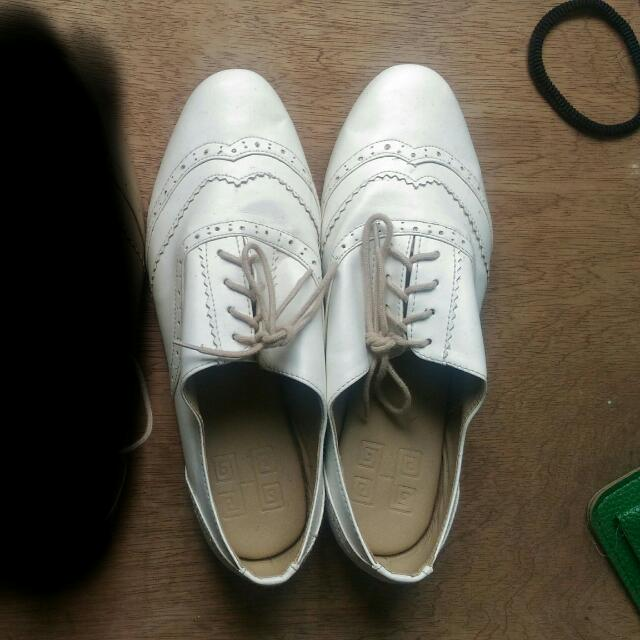 Hue Manila Andy Brogues Oxfords Shoes White