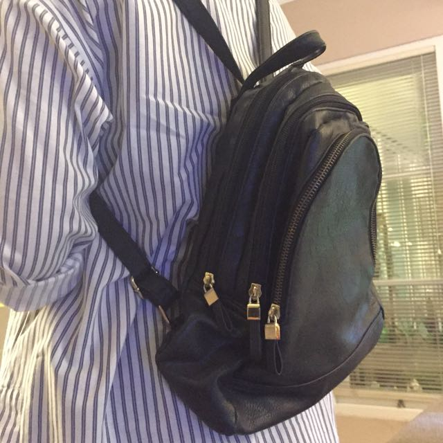 NEW LOOK - BLACK BACKPACK ( PRELOVED )
