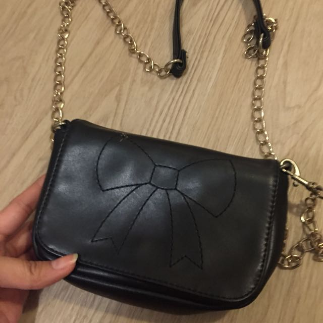 PULL&BEAR - BLACK RIBBON SLING BAG