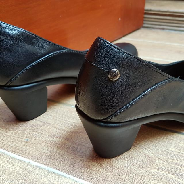 Sepatu Hush Puppies Size 39