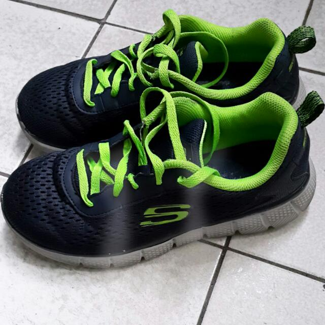 (保留)SKECHERS深藍×營光綠男童運動鞋