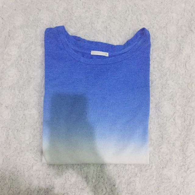 UNIQLO BLUE OMBRE CROP TEE