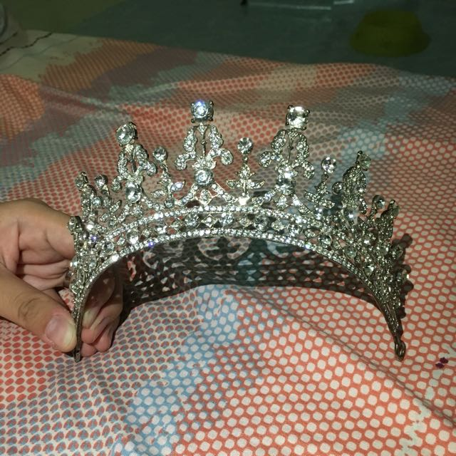 wedding crown majesty