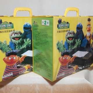 🚚 芝麻街美語錄影帶外盒二個
