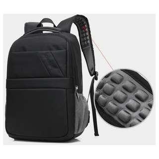 """15"""" 黑色電腦背囊, 有USB2.0插座 , 15"""" laptop backpack with USB cable and plug"""