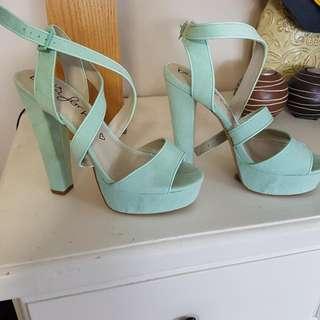 Betts Aqua Heels Size 9