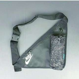 Tas Nike Slingbag Corak Abu