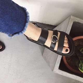 [孬]/原宿極簡個性非主流扣環愛心皮革涼鞋/