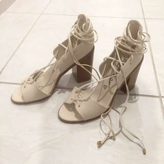 -- 🌸 Nude Lace Up Block Heel 🌸 --