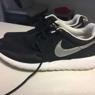 Size 6 Nike Shoes For Sale