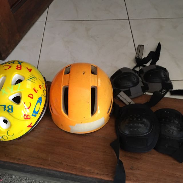2 Helmets With Elbow And Knee Caps