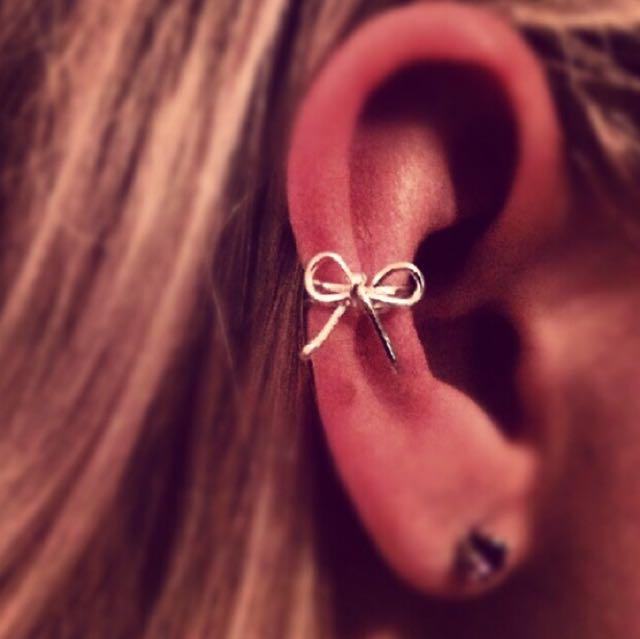 Bow Ear Cuff