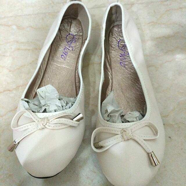 d295cc1ab EASTER20 Brand New Cream Color Ballet Flats, Women's Fashion, Shoes ...