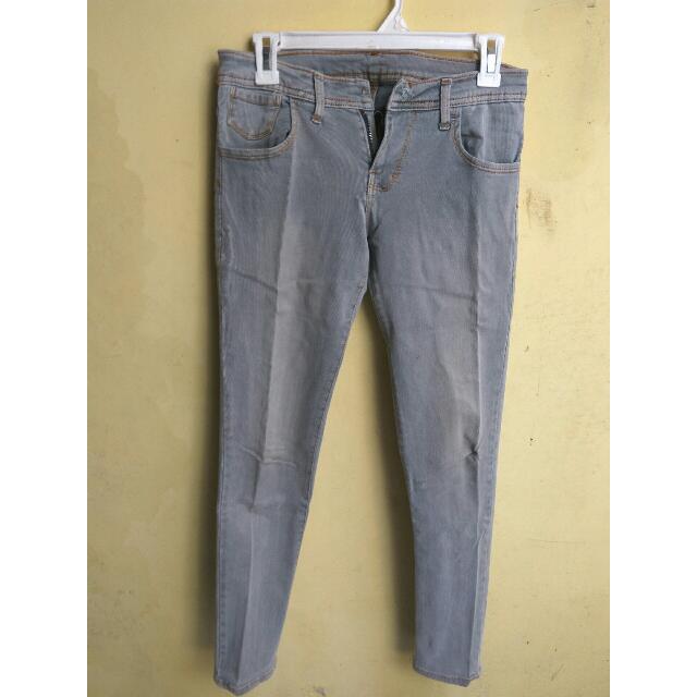 Jeans Abu-abu Size 30 wanita