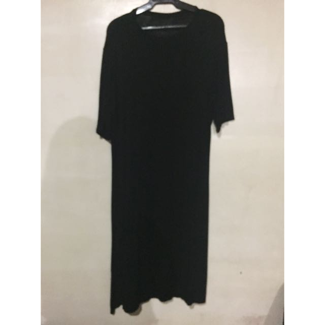 [Never Been Worn] Black Midi Dress with Slit