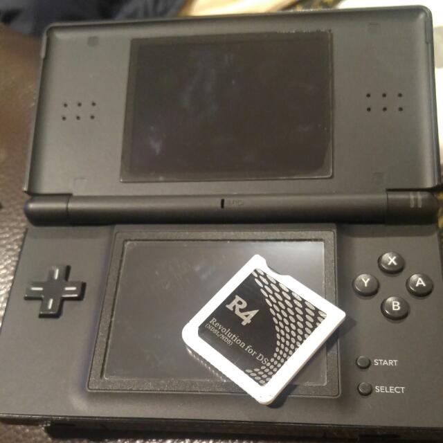 Nintendo DS Lite With R4 Card