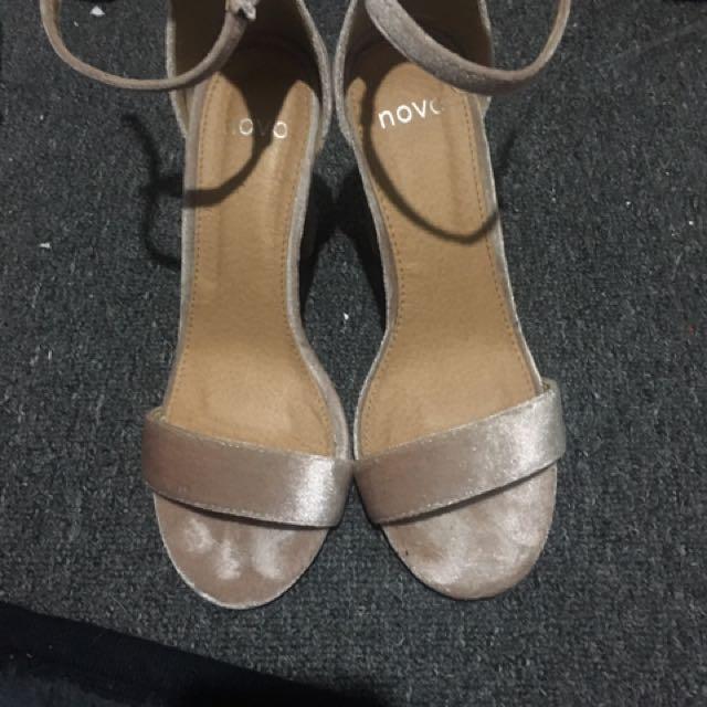 NOVO Velvet Nude High Heels. Size6